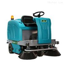 洁乐美驾驶式室外电动洒水扫地车工厂车间