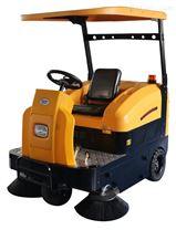 物业保洁驾驶式扫地机,自动喷水吸水扫地车